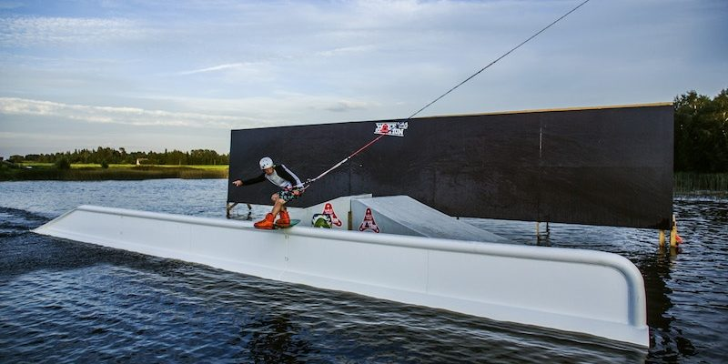 wakestation_wake-obstacles_wake-features_cable-system_two-tower_2-0_wakeboarding_wake_cable-wake_hand-rail_incline-rail_01