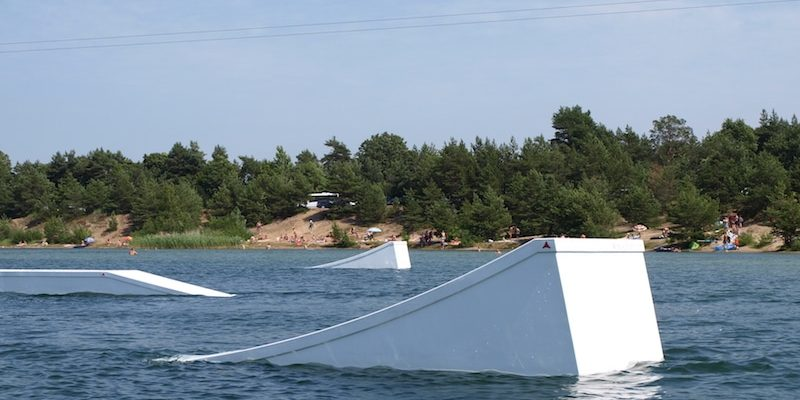 wakestation_wake-obstacles_wake-features_cable-system_two-tower_2-0_wakeboarding_wake_cable-wake_kicker_flatbox_01