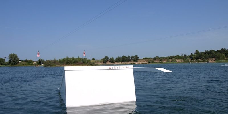 wakestation_wake-obstacles_wake-features_cable-system_two-tower_2-0_wakeboarding_wake_cable-wake_kicker_flatbox_04